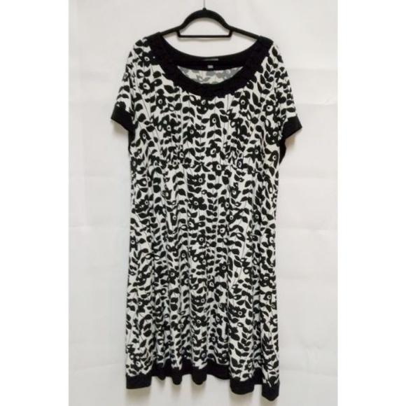 Apt. 9 Dresses & Skirts - Black/White Floral 2X Plus Women's Shift Dress A23